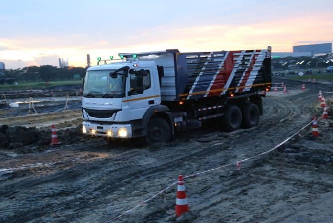 เดมเลอร์เปิดตัวรถบรรทุกรุ่นใหม่ FJ 2528C เพื่อการก่อสร้างในประเทศไทย