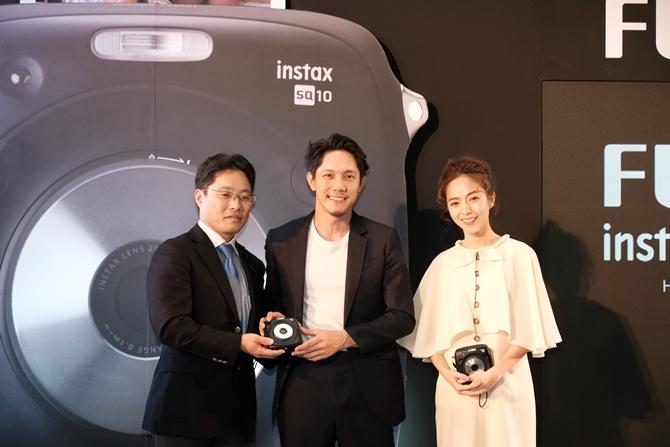 ฟูจิฟิล์มผู้นำตลาดเทคโนโลยีเปิดตัวกล้องไฮบริดตัวแรก