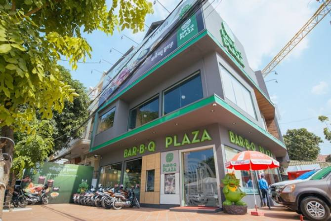 บาร์บีคิวพลาซ่า สแตนด์อโลน ร้านแรก ในกัมพูชา